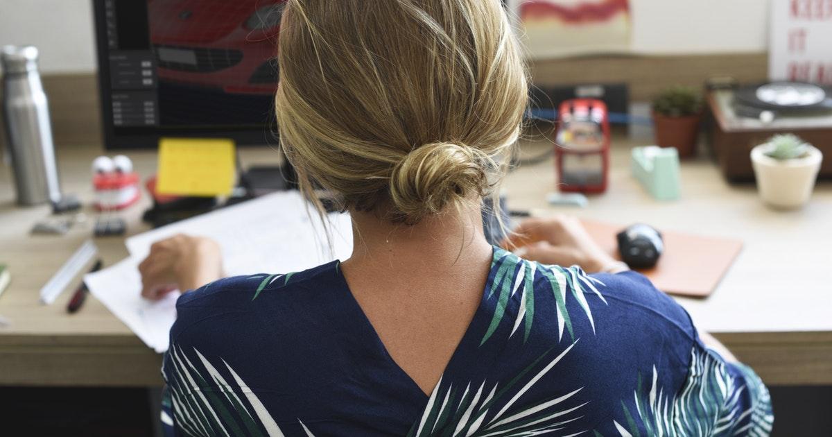 Tieto cviky v práci vám zachránia chrbticu