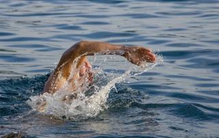 Plávanie a jeho pozitívny vplyv na chrbticu