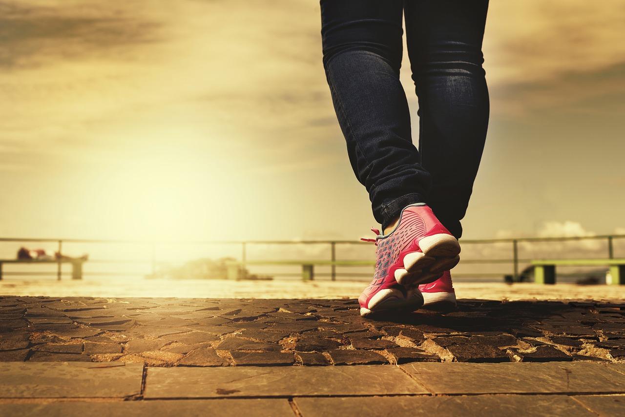 Výron na členku: rýchle tipy proti bolesti a opuchu