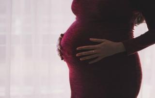 Vyriešte bolesť hlavy v tehotenstve prirodzene
