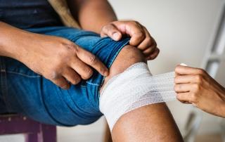 Bolesť kolena sa môže prejaviť pri záťaži aj v pokoji